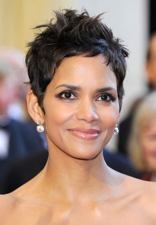halle-berry-oscar-hairstyle-2011