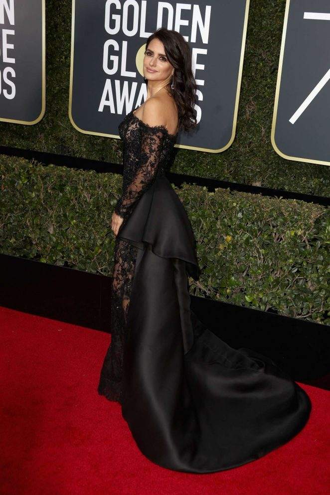 Penelope-Cruz--2018-Golden-Globe-Awards--04-662x993